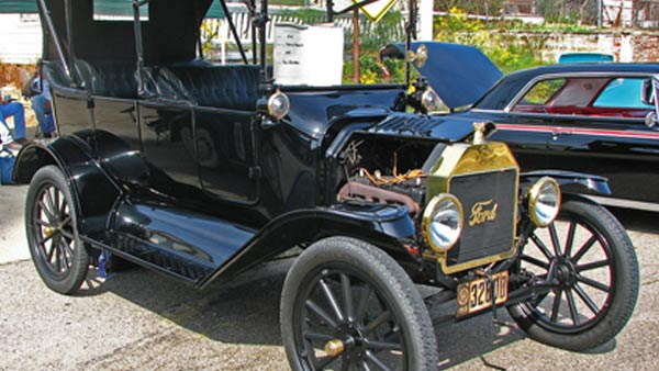 How many colors options did the Model T Ford have?